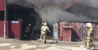 В Талдыкоргане загорелось здание шиномонтажки