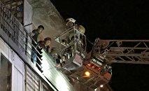 В Алматы в парикмахерской на первом этаже жилого четырехэтажного дома произошел пожар