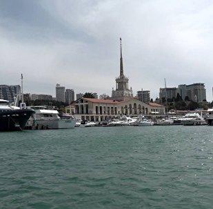Сочи: вид с яхты на Морской вокзал