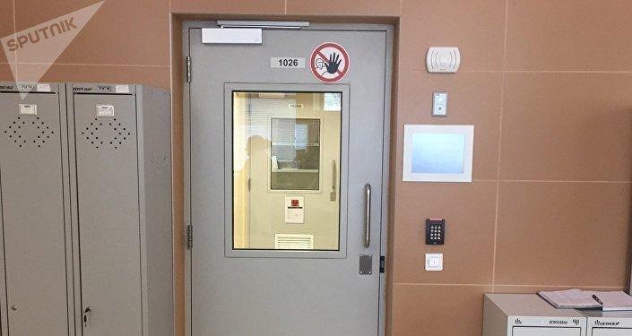 Дверь в музей, где хранятся особо опасные патогены