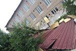 Ветром сорвало кровлю школы в Жаркенте