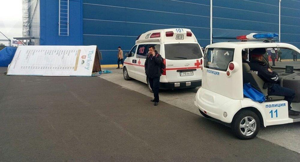 На посетителя выставки вооружения KADEX - 2018 в Астане упал стенд