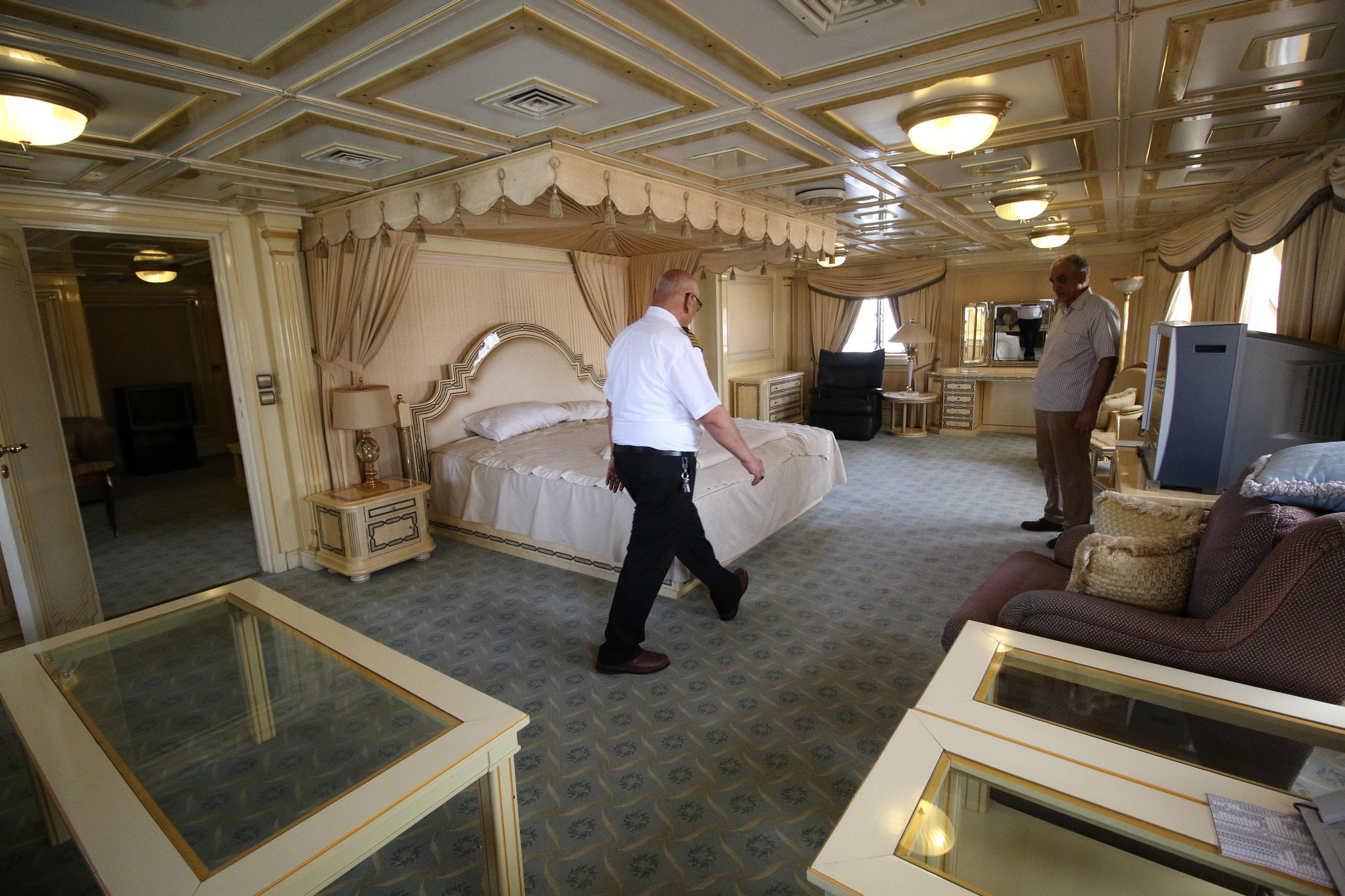Суперъяхту Саддама Хусейна превратили в отель