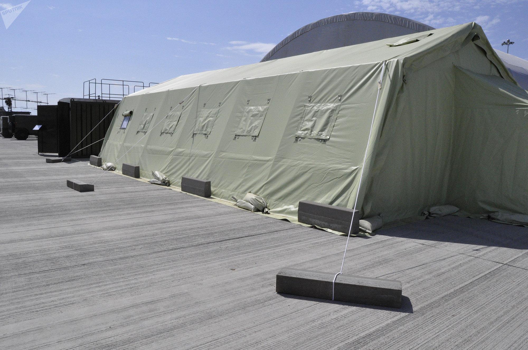 Бетонные плиты, которыми укреплены шатры и палатки
