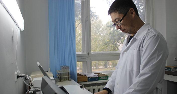 Марал Утебаев - старший научный сотрудник лаборатории биохимии ТОО Научно-производственный центр зернового хозяйства им. А.И.Бараева