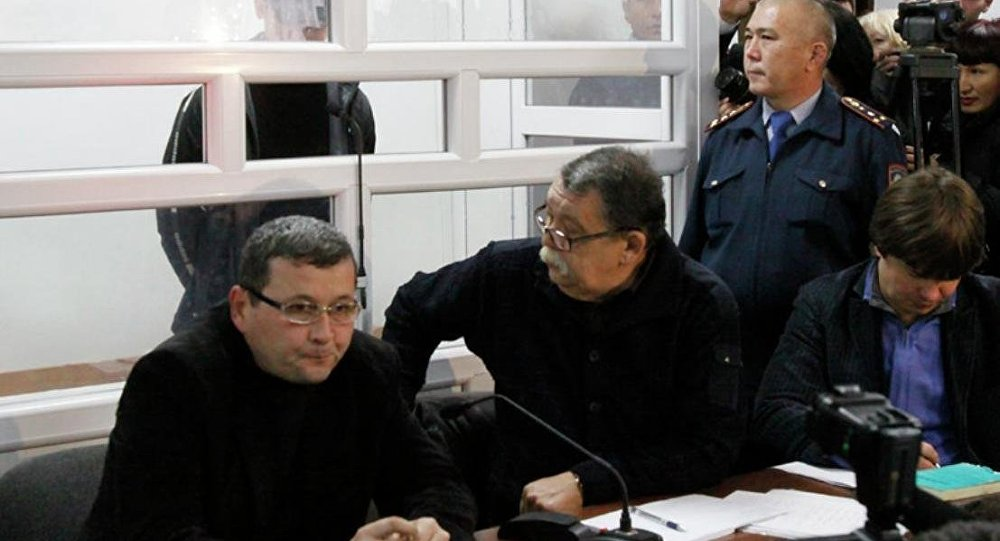 Челах на суде с адвокатами, Серик Сарсенов - в центре. Архивное фото - рекадр