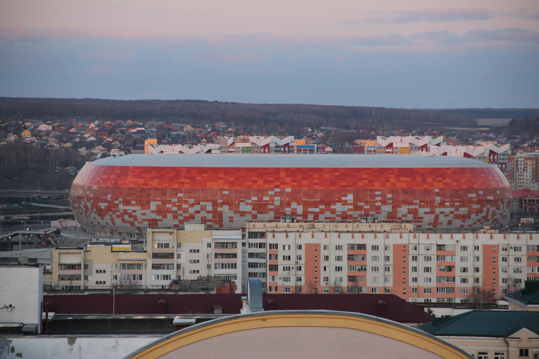 Вид на стадион Мордовия Арена с обзорной площадки на центральной площади Саранска