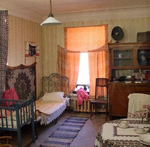 Интерьер комнаты коммунальной квартиры на выставке Коммунальный рай, или Близкие поневоле в Особняке Румянцева, Санкт-Петербург
