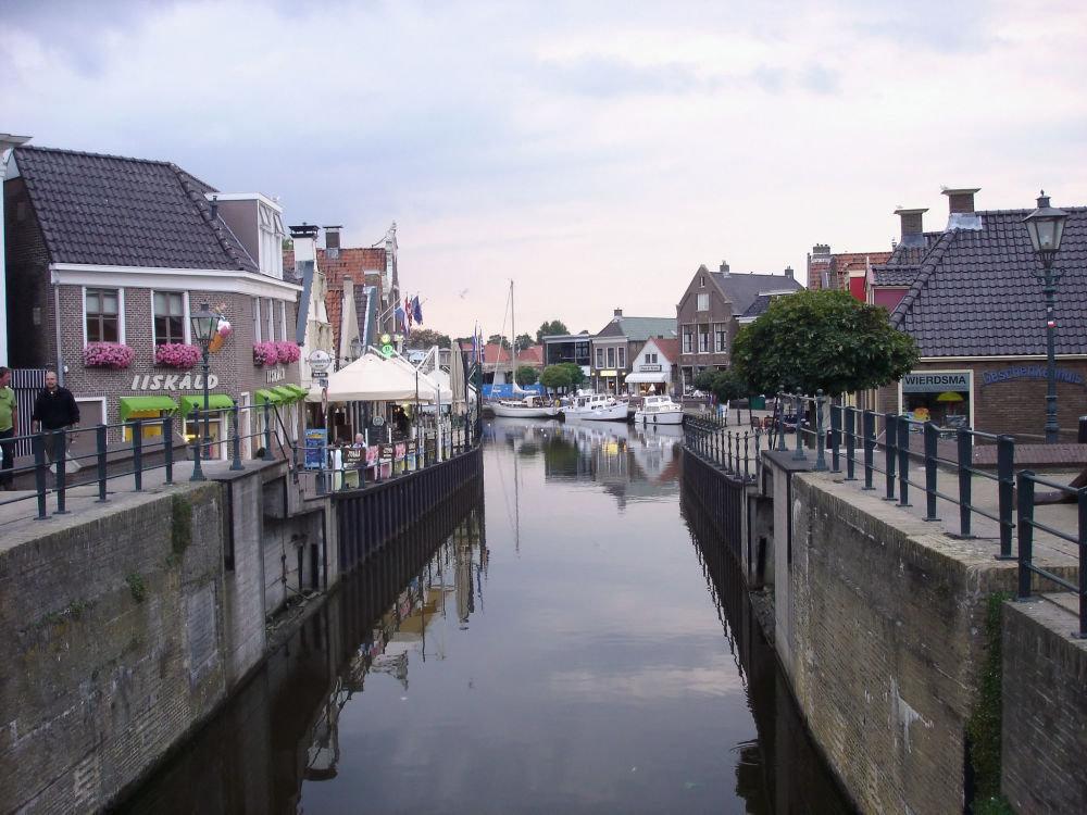 Нидерландыдағы көшелердің бірі.