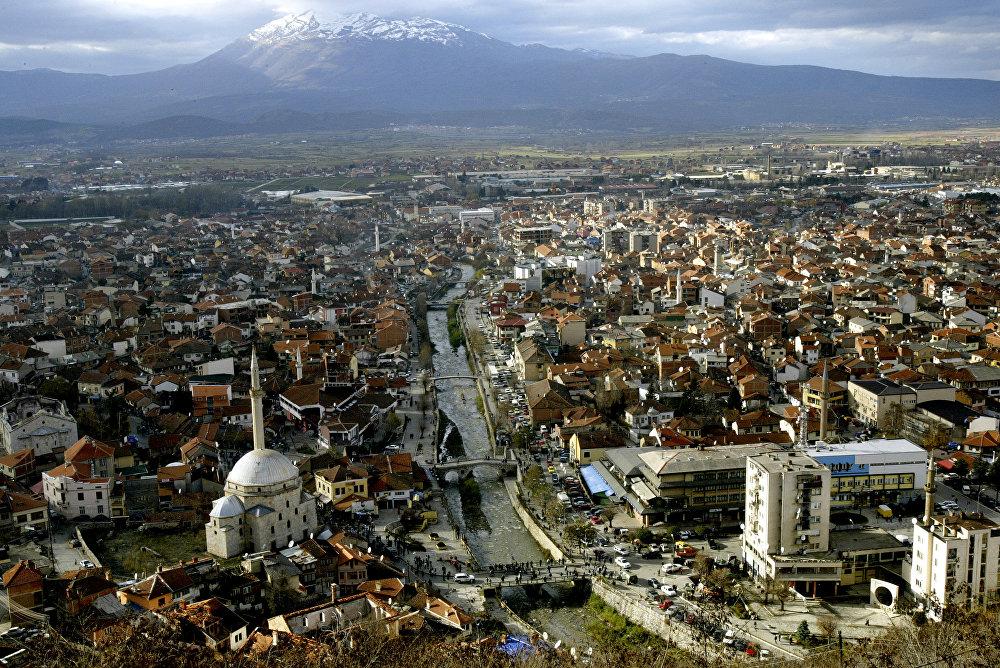 Призрендегі ескі қамалдың мұнарасынан қарағандағы қала көрінісі, Косово.
