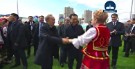 Нурсултан Назарбаев и Бакытжан Сагинтаев танцевали на площади 1 мая