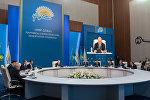 Президент Казахстана Нурсултан Назарбаев на заседании политического совета партии Нур Отан