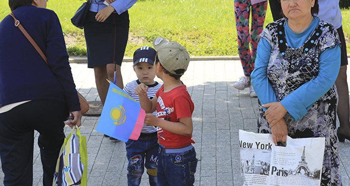 Дети во время массовых гуляний