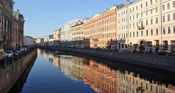 Невский проспект: Набережная реки Мойки со стороны Невского проспекта. Санкт-Петербург
