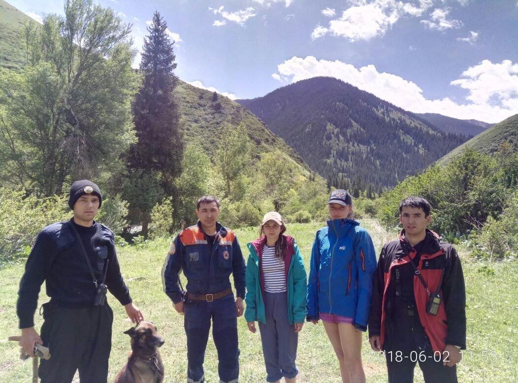 Спасатели нашли заблудившихся в горах девушек