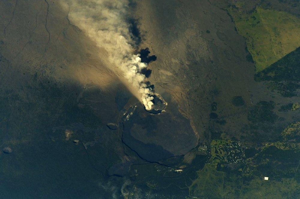 Извержение вулкана на Гавайях, снимок из космоса