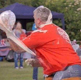 Чемпионат мира по метанию пирогов с заварным кремом