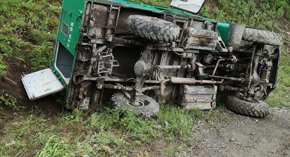 Автомобиль с туристами перевернулся в Алматинской области