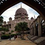 Главная мечеть Путраджая в Малайзии