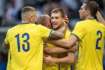 Футболисты сборной Казахстана радуются победе над командой Азербайджана