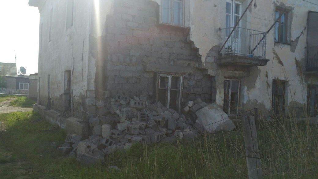 Петропавловске в микрорайоне Береке (Бензострой) рухнула стена двухэтажного жилого шлакоблочного дома