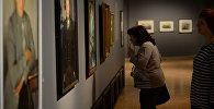Посетители на выставке в Третьяковской галерее, архивное фото