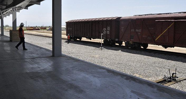 Прием контейнерных грузов по железнодорожным путям