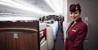 Стюардесса Qatar Airways, архивное фото