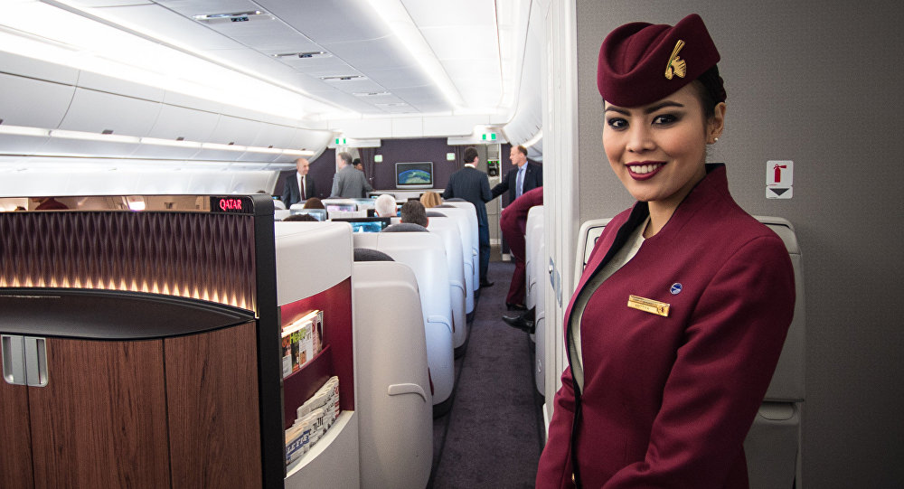 Стюардесса Qatar Airways, архивное фото