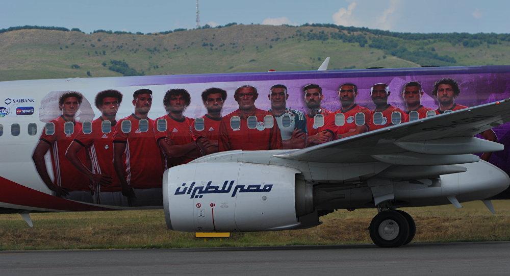 Самолет Boeing 737 авиакомпании EgyptAir  с игроками сборной Египта