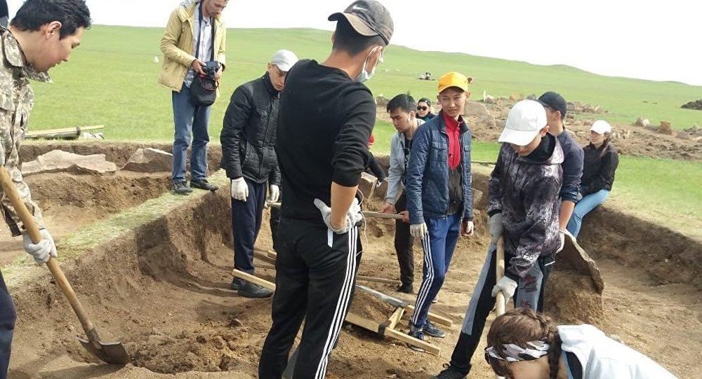 Древнее захоронение знатной женщины бронзовой эпохи нашли исследователи в Акмолинской области