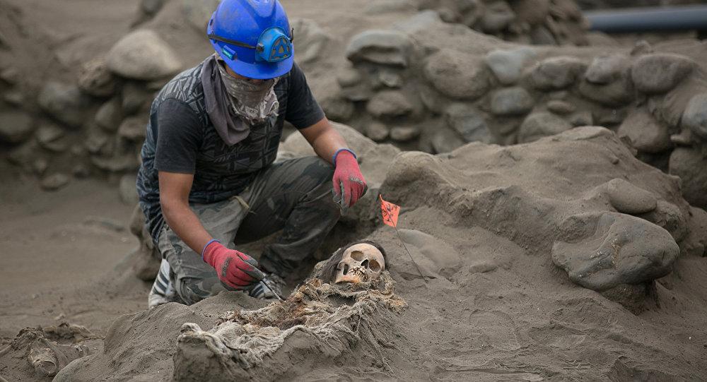 Массовое захоронение детей, принесенных в жертву, обнаружили в Перу