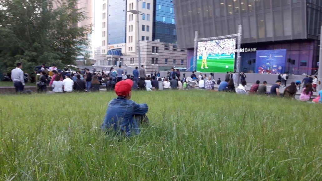 Астанчане смотрели матч Россия - Саудовская Аравия перед КазМедиа