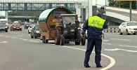 Пенсионер из ФРГ приехал в Москву на тракторе к началу ЧМ-2018