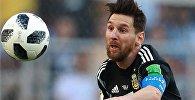 Лионель Месси (Аргентина) в матче чемпионата мира по футболу между сборными Аргентины и Исландии.