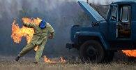 Горящий грузовик, иллюстративное фото
