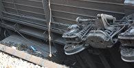 Рельстен шығып кеткен вагон, архивтегі сурет