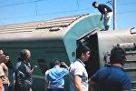 Поезд вагондары жолдан шықты, архивтегі сурет