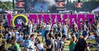 Посетители музыкального фестиваля Pinkpop