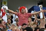 Болельщик сборной Англии в матче группового этапа чемпионата мира по футболу между сборными Туниса и Англии