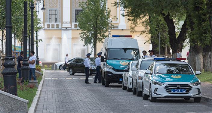 Полицейские в Алматы, архивное фото
