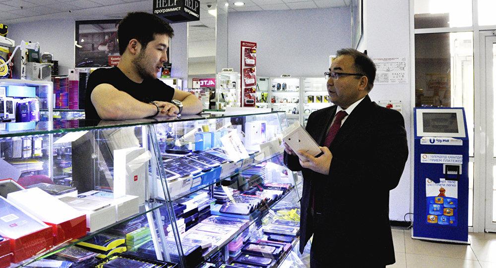Рамазан Әлімқұлов уәдесінде тұрып, алматылық түлекке iPhone сатып алды