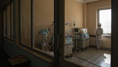 Медсестра в родильном доме, архивное фото