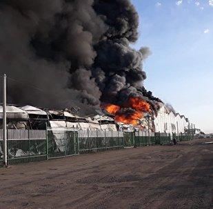 Крупный пожар на складском помещении в Алматы