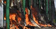 Как тушили крупный пожар на складах в Алматы