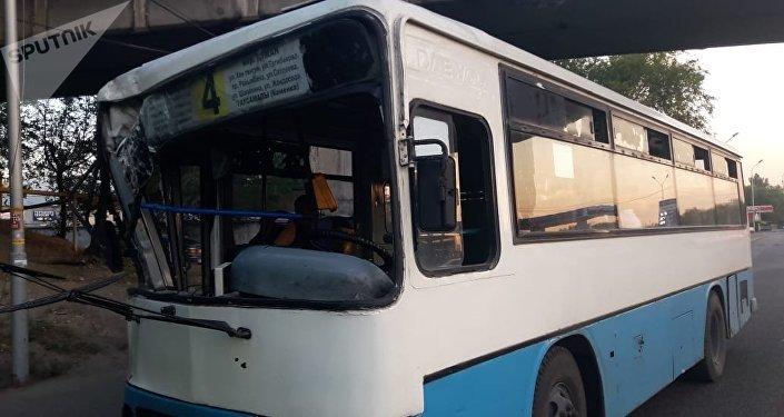 Столкновение двух автобусов
