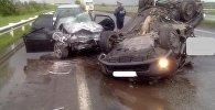 Три автомобиля столкнулись на трассе в Жамбылской области