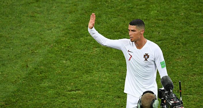 Криштиану Роналду (Португалия) после окончания матча 1/8 финала чемпионата мира по футболу между сборными Уругвая и Португалии