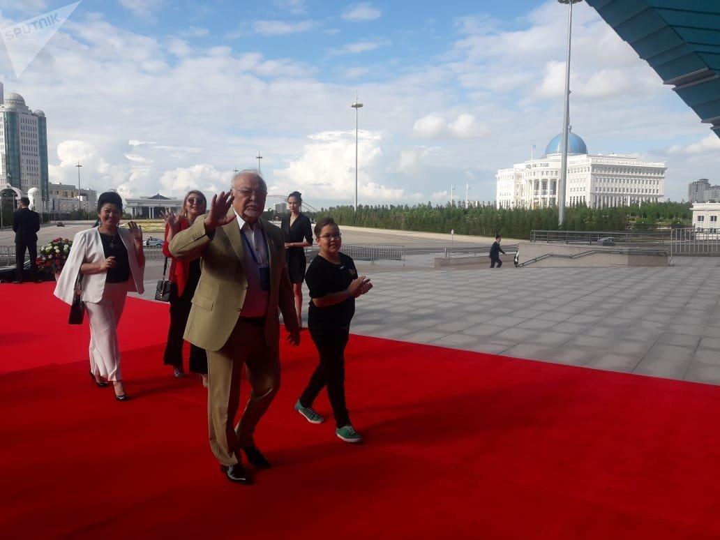 Асанали Ашимов на красной дорожке кинофестиваля Евразия в Астане