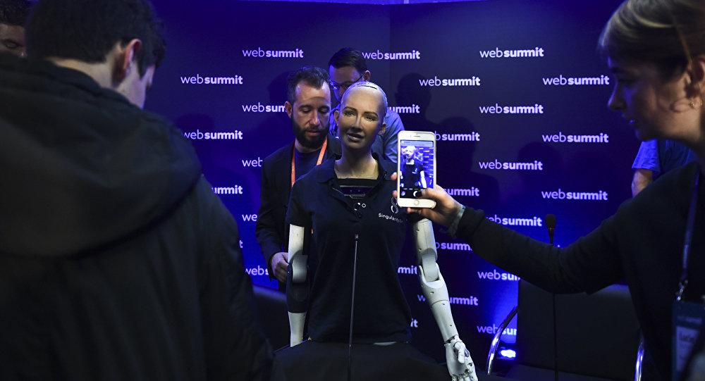 Робот София, архивное фото